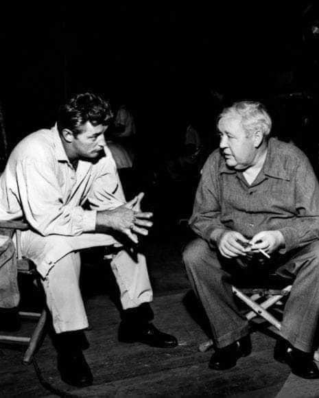 Robert Mitchum y Charles Laughton